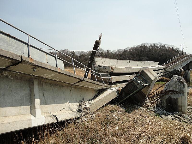 【東日本大震災】JR常磐線の高架橋被災(4月13日撮影)